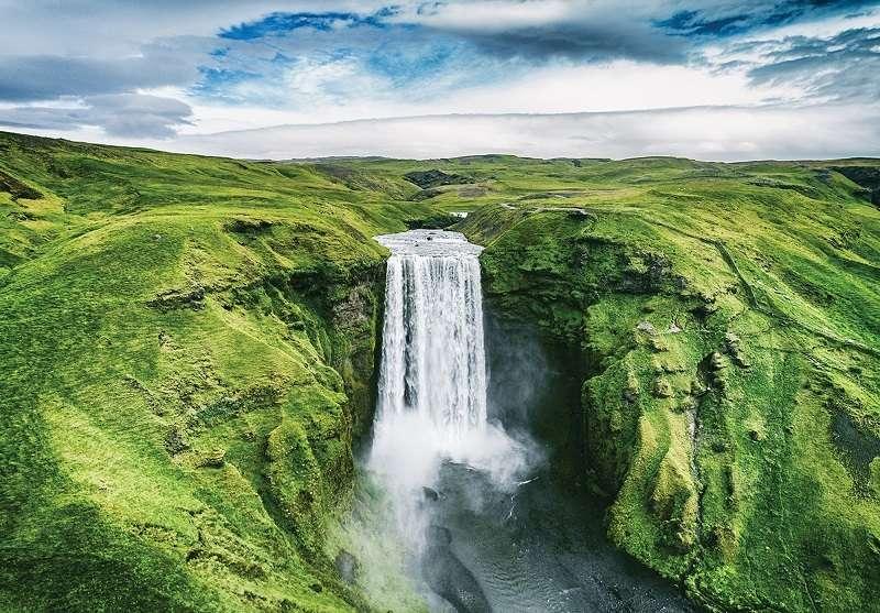 Фототапет с красив изглед към горският водопад