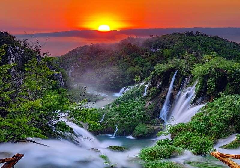 Фототапет с прекрасния горски водопад