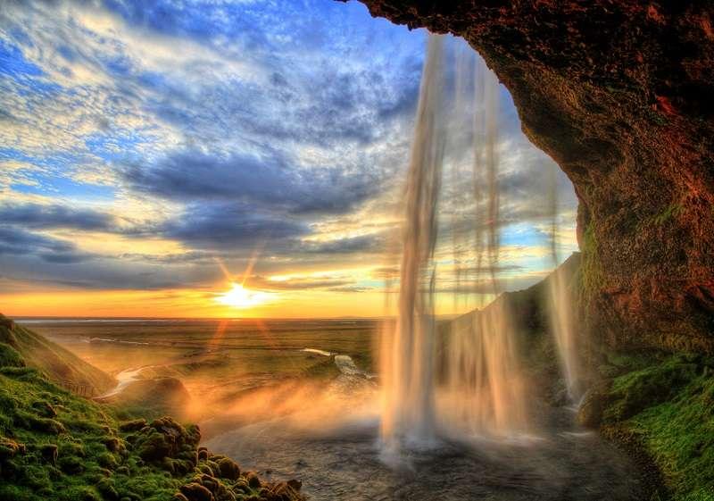 Фототапет с приказен водопад