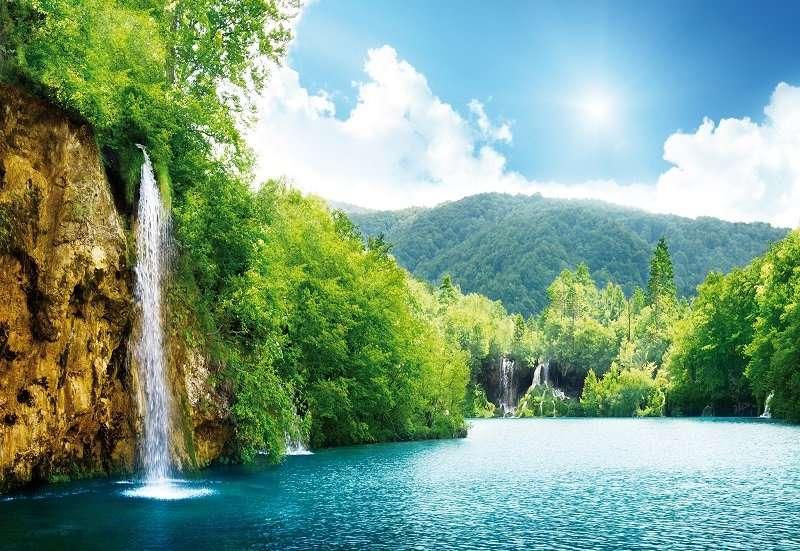 Фототапет с изглед към слънчевия водопад