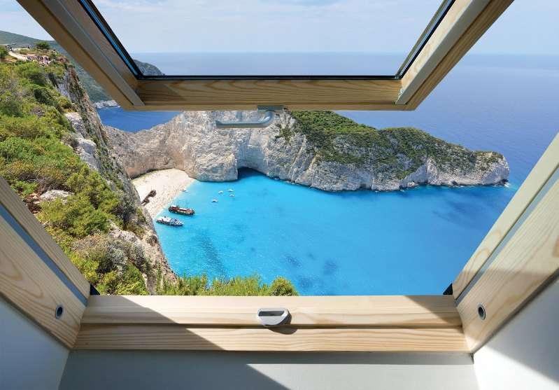 Фототапет с слънчев морски изглед от прозорец
