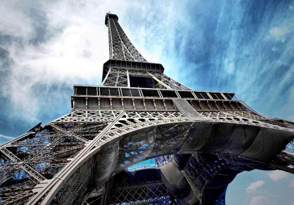 EIFFEL TOWER, Paris - C0407